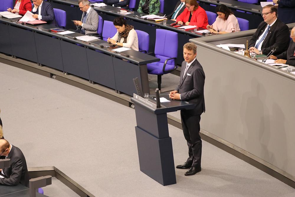 Jens Beeck bei einer Rede im Deutschen Bundestag.