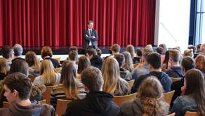 Beeck besucht am EU-Projekttag Gymnasium an der Vechte