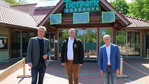 Beeck übernimmt Patenschaft für Seehund im Tierpark Nordhorn