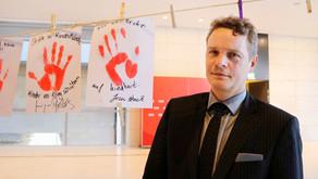 Beeck setzt am Red Hand Day Zeichen gegen Kindersoldaten