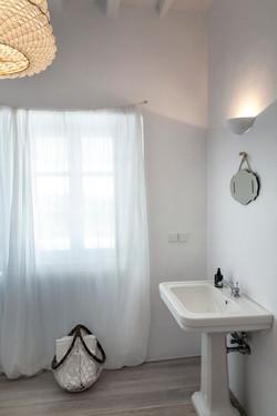 11 MASTER BATHROOM (2).JPG