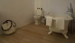 14 BATHROOM.JPG