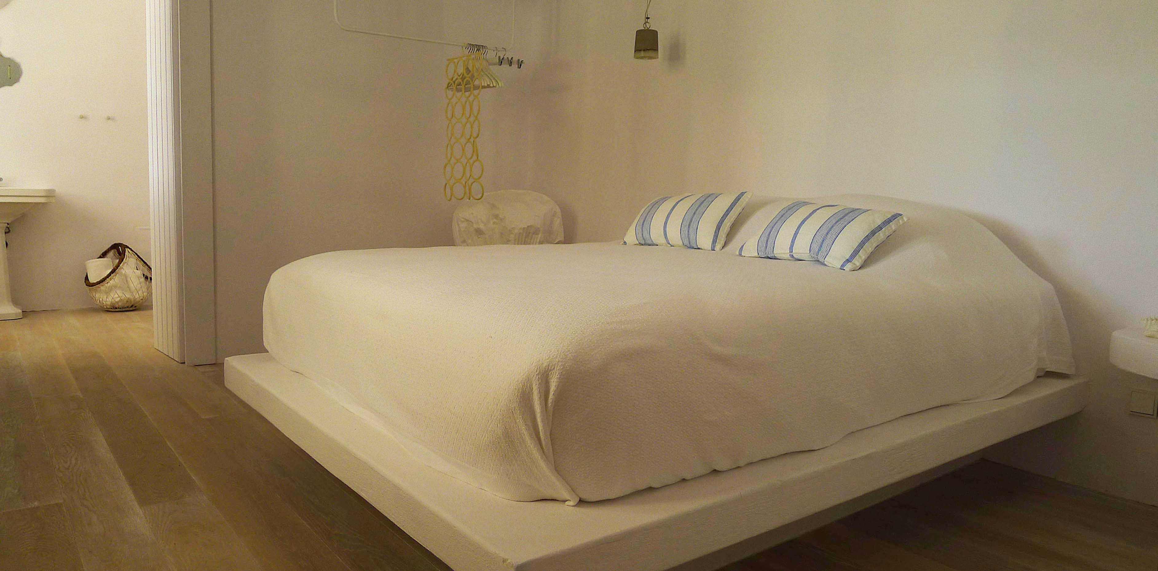 11 BEDROOM (2).JPG