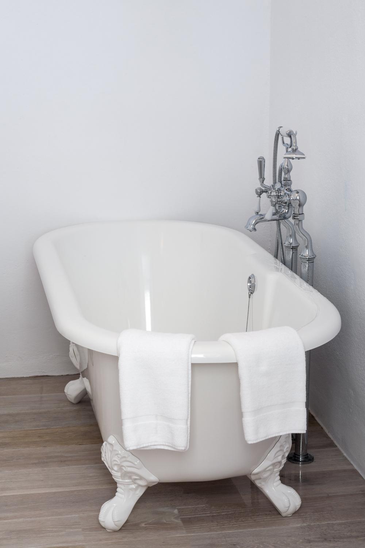 12 MASTER BATHROOM.JPG