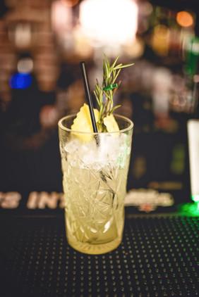 Cocktail mit Rosmarin
