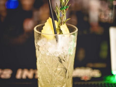 Cocktail com Rosemary