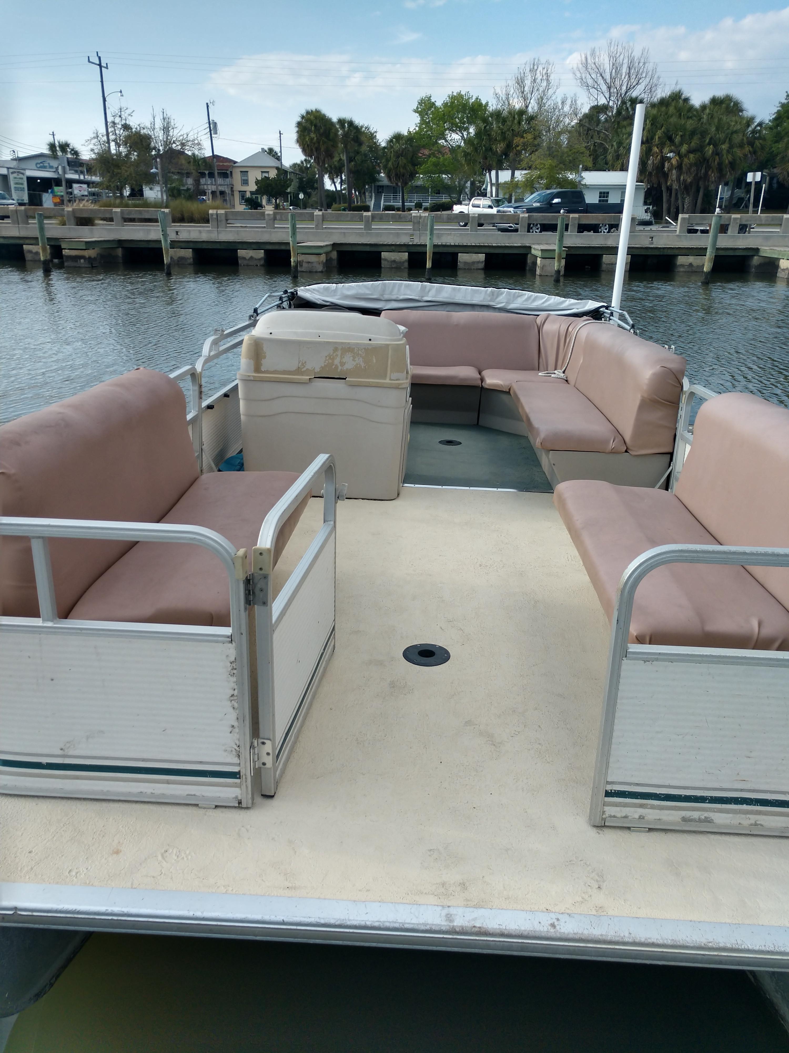 20 ft Pontoon Boat