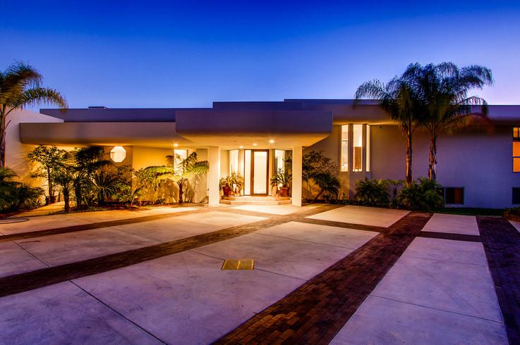 Modern-MalibuHills-Estate-29.jpg