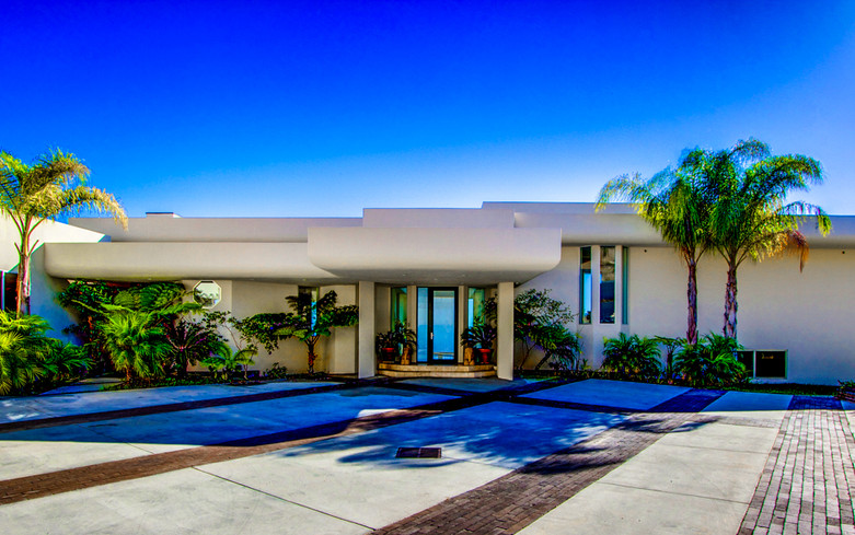 Modern-MalibuHills-Estate-15.jpg