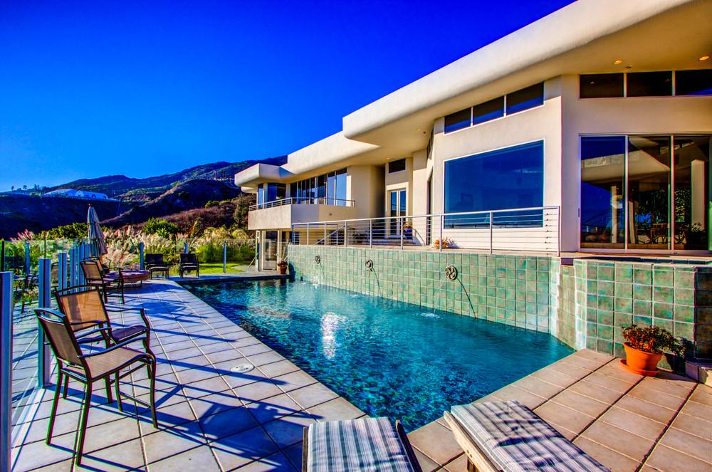Modern-MalibuHills-Estate-21.jpg