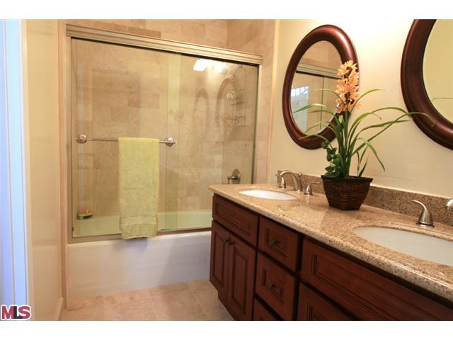 Bathroom 1 .jpg