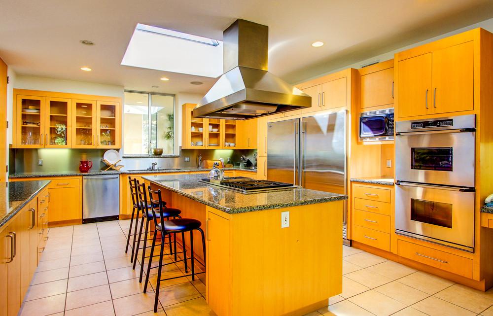 Modern-MalibuHills-Estate-8.jpg
