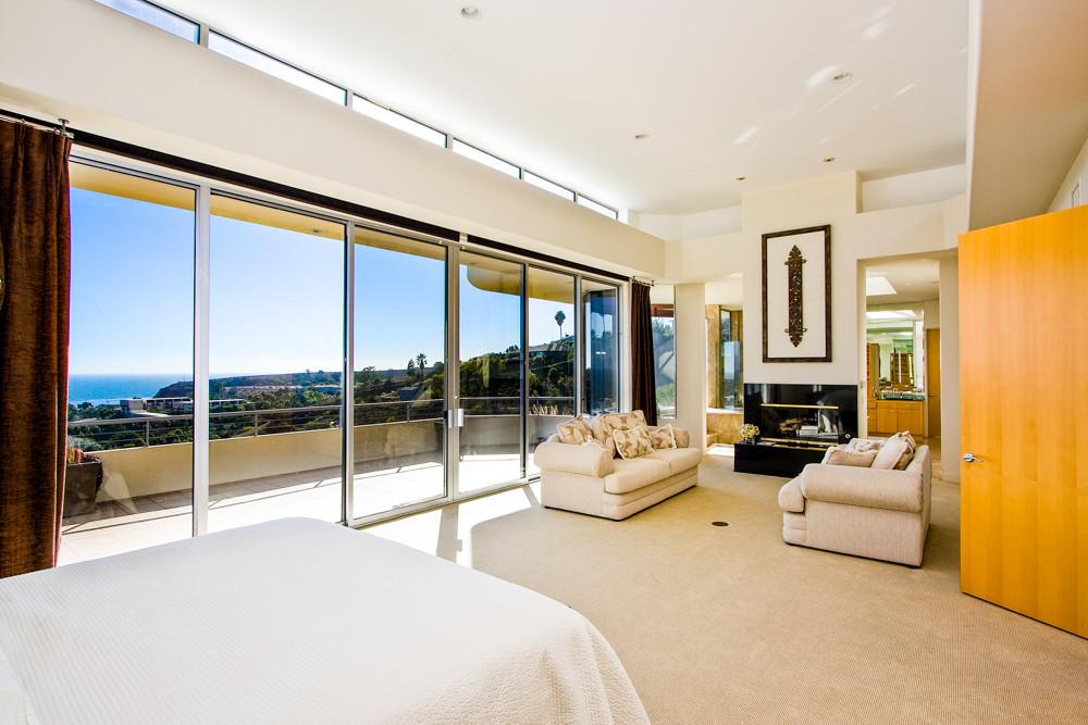 Modern-MalibuHills-Estate-11.jpg