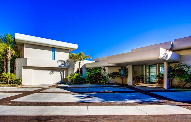 Modern-MalibuHills-Estate-16.jpg
