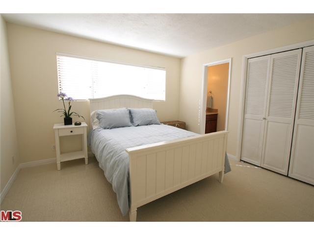 Bedroom 2 with bathroom - AirBnb.jpg