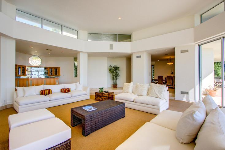 Modern-MalibuHills-Estate-4.jpg