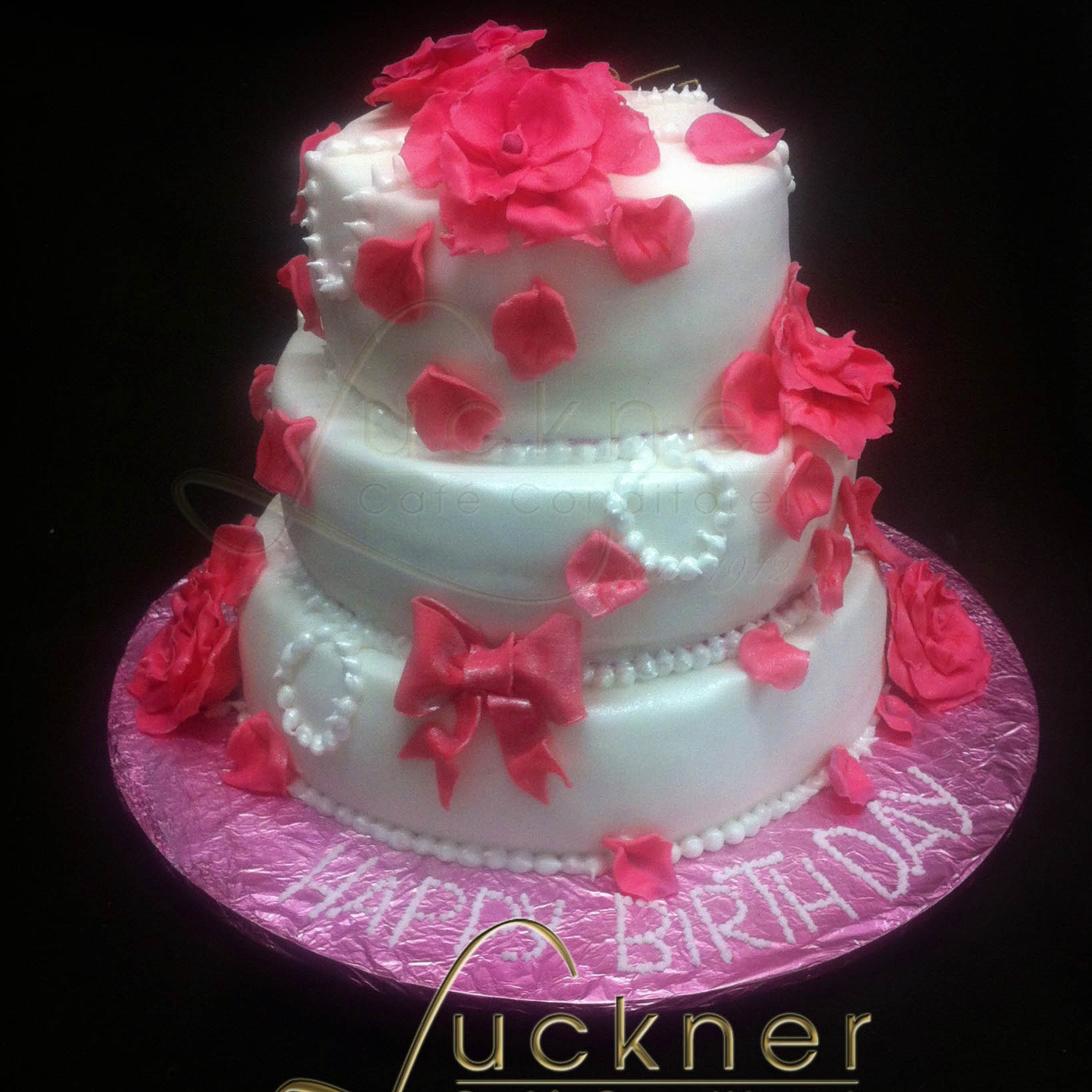 3 stöckige Torte mit Blumen