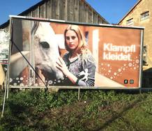 Klampfl_kleidet_24_Bogen_Plakat_Weihnach