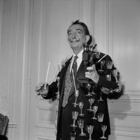 La chaqueta de vasos de Salvador Dalí