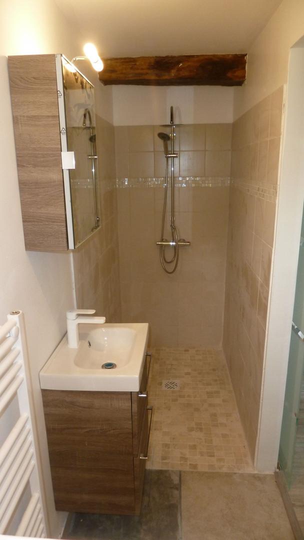 Douche à l'italienne, lavabo, WC