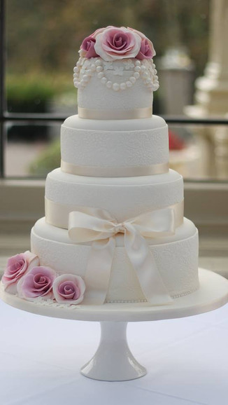 Lace & Pearl Wedding Cake