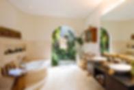 18. Villa Baganding - Master bedroom ens