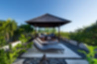 05-Bendega Rato - Roof deck sunbathing.j