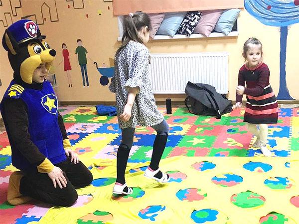 Аниматор Гонщик играет