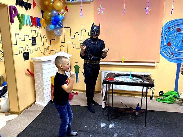 Аниматор Бэтмен и шоу мыльных пузырей