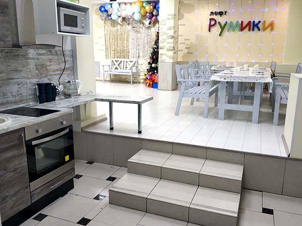 Лофт с кухней на Новый год.jpg