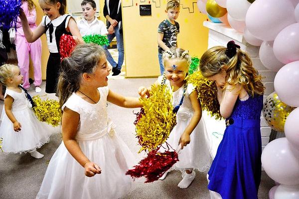 Дети играют в Румиках