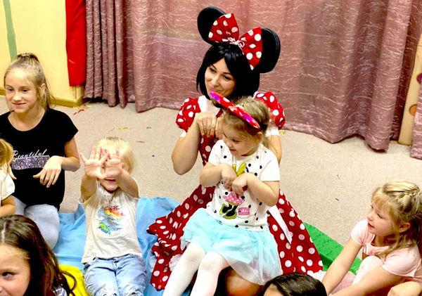 Минни Маус и дети