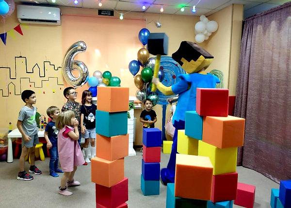 Стив и дети разрушают стены