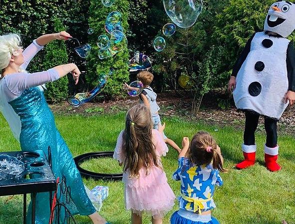 Шоу мыльных пузырей с Эльзой