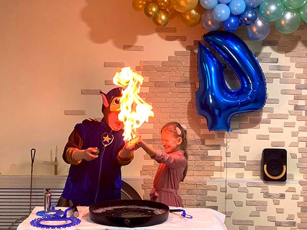 Шоу мыльных пузырей с огнем