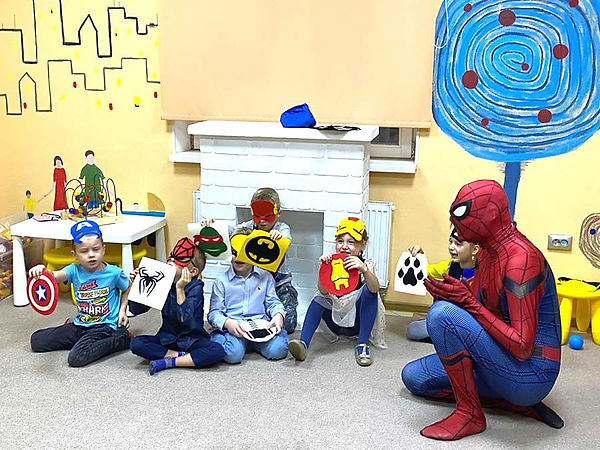 Человек-паук и дети