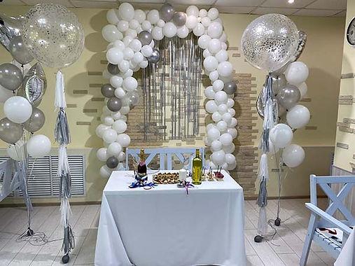 Композиция из шаров на свадебное торжетство