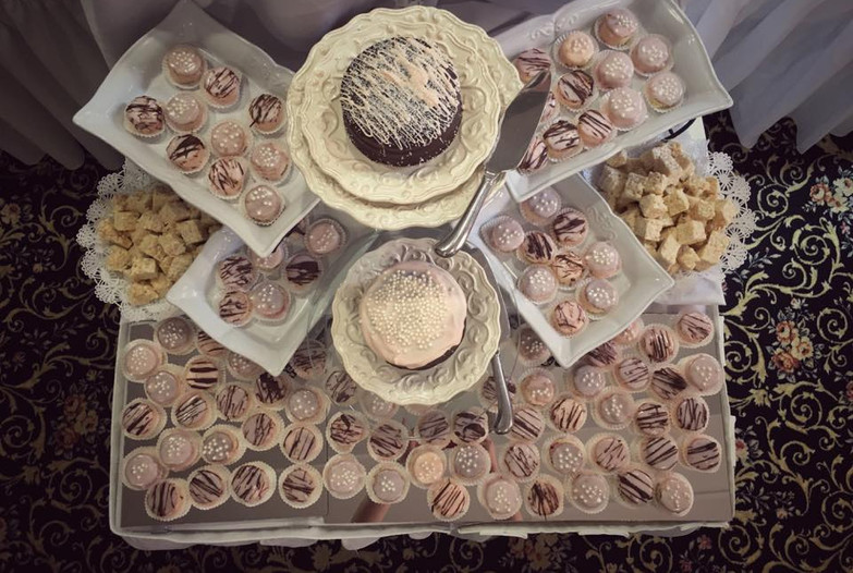 Cakes & Petit Fours