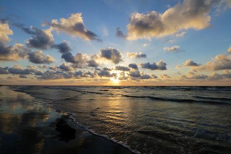 sunrise-3385584_1920.jpg