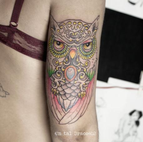 Tatuaje estilo ilustración de búho
