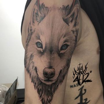 Tatuaje realista de animal, lobo