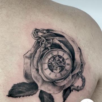 Tatuaje estilo realista en InkCubo Sevilla