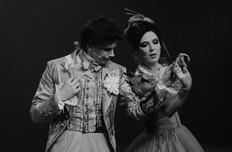 Леонид Бичевин и Лидия Вележева. Фотография спектакля«Соломенная шляпка», 2020 год