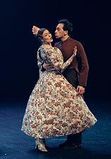 Ирина Смирнова и Ян Гахарманов в спектакле «Соломенная шляпка», фото Яны Овчинниковой