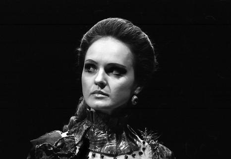 Елена Сотникова. Фотография спектакля «Государь ты наш, батюшка...», 1991 год