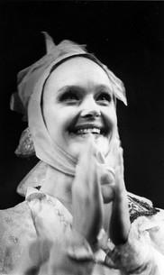 Елена Сотникова. Фотография спектакля «Сирано де Бержерак», 1990 год