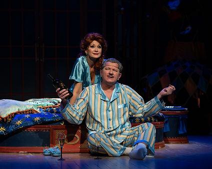 Ольга Кабо и Андрей Ильин в спектакле «Карнавальная ночь» (венецианская комедия)