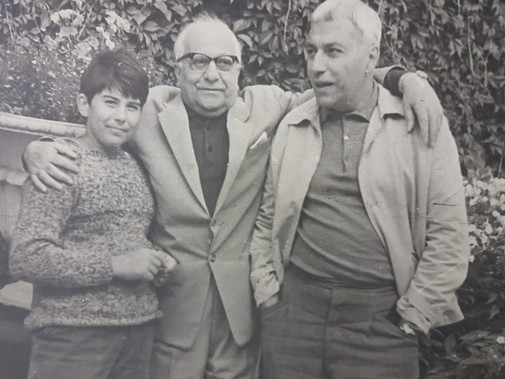 Рубен Евгеньевич Симонов (слева), Рубен Николаевич Симонов (в центре), Евгений Рубенович Симонов (справа). Фото из личного архива.