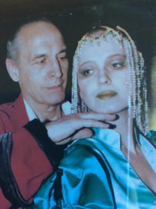 Елена Сотникова и Василий Лановой. Фотография спектакля «Лев зимой», 1998 год