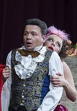 Александр Олешко и Анна Дубровская в спектакле «Мадемуазель Нитуш»